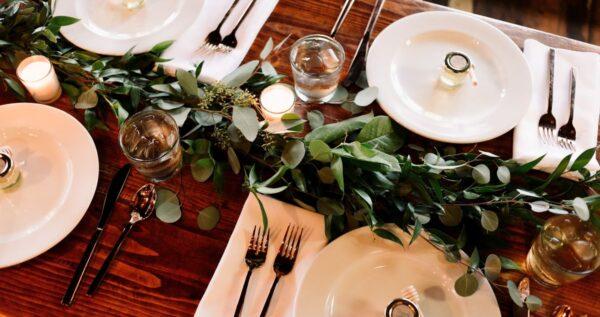 Najpiękniejsze dekoracje stołu weselnego! Galeria inspiracji