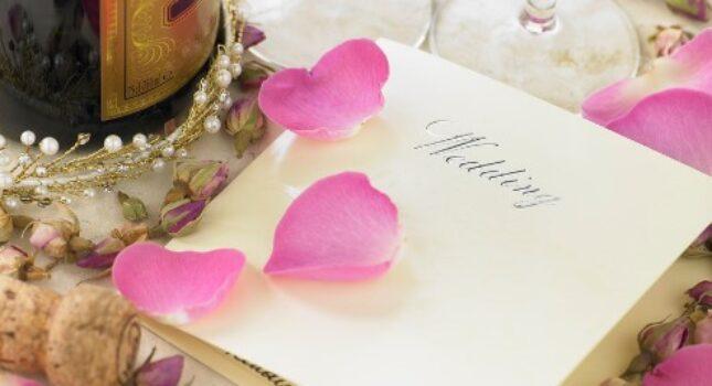 Ślubne aforyzmy o miłości - idealne na zaproszenia!