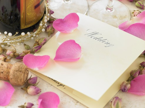 Ślubne aforyzmy o miłości – idealne na zaproszenia!