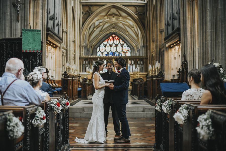 Jak siadać na ślubie? – czyli savoir vivre w kościele
