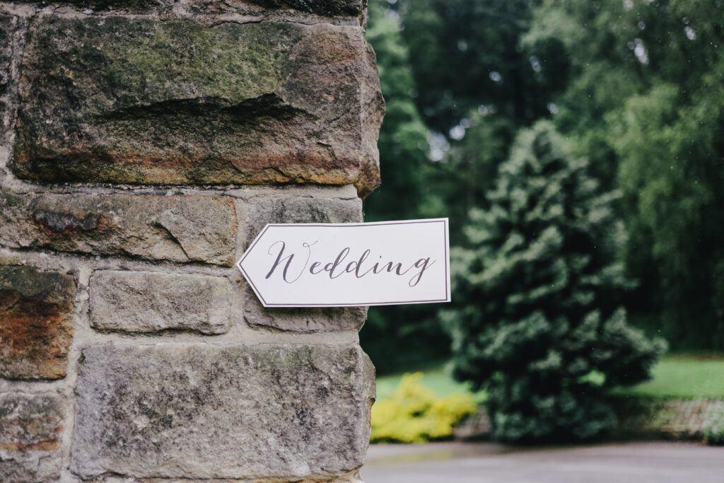 Regionalne zwyczaje weselne w Polsce – jakie tradycje są nadal praktykowane?