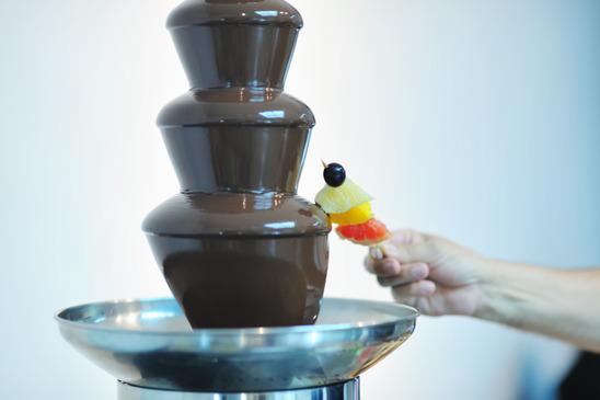 Fontanna czekoladowa – słodka atrakcja na wesele