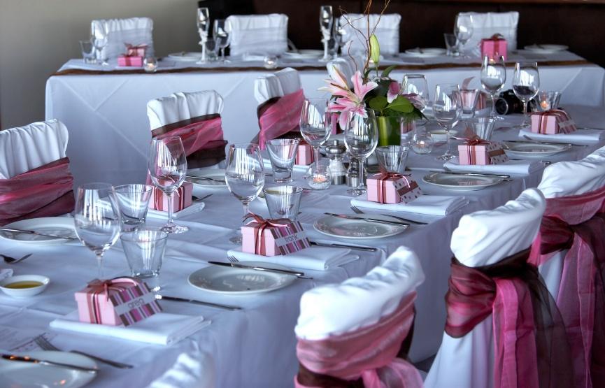 Dekoracje ślubne i weselne – czy warto za nie płacić?