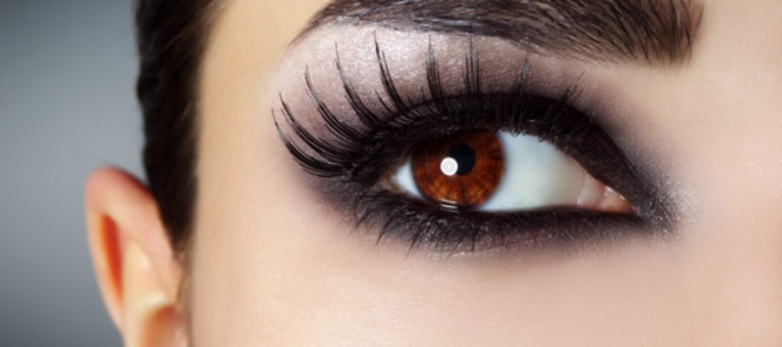 Ponadczasowy makijaż smoky eyes