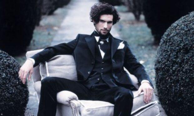Jak dobrać garnitur ślubny i niezbędne dodatki?