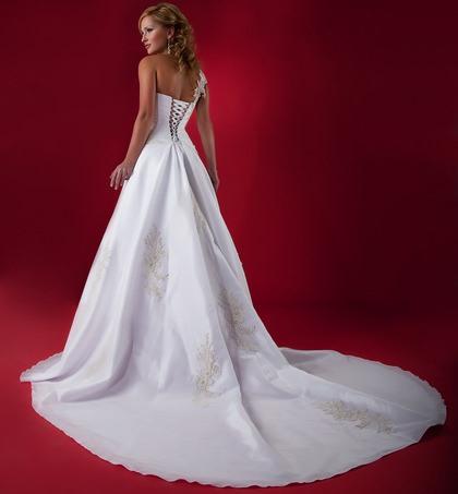 Suknia ślubna z trenem czy bez trenu?