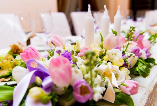 Kwiaty na ślub i wesele - kiedy i gdzie zamówić dekoracje?