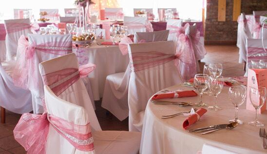 Oszpeci czy ozdobi? - dekoracja sali weselnej