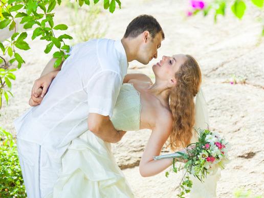 W dniu ślubu czy po? Sesja ślubna w plenerze