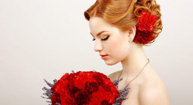Biżuteria ślubna z żywych kwiatów - dodatek czy główna ozdoba?