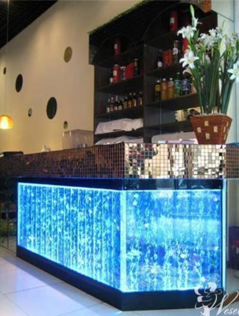 Ściana wodna bąbelkowa – pomysł na wystrój sali weselnej