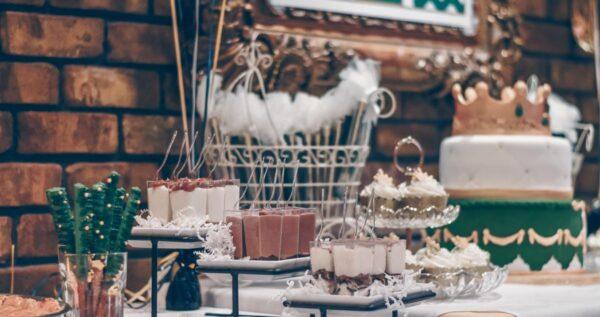 7 pomysłów na stół tematyczny na weselu