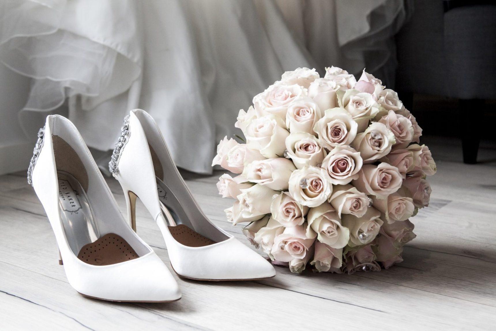 Kwiaty w bukiecie ślubnym a pora roku