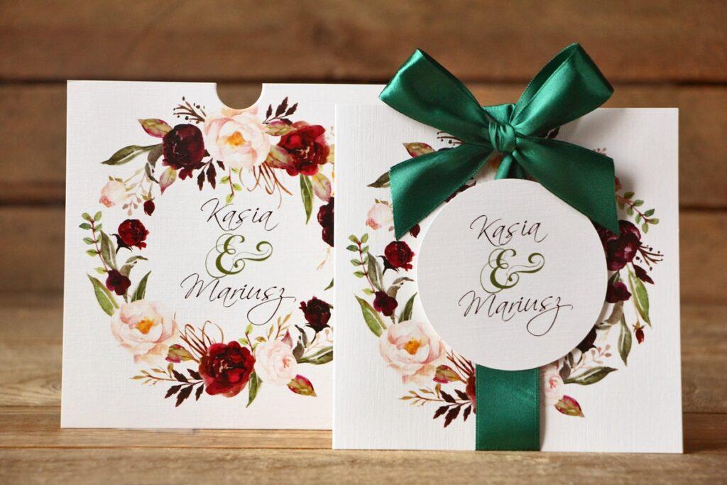 Zaproszenia ślubne i dodatki weselne – jak je wybrać?