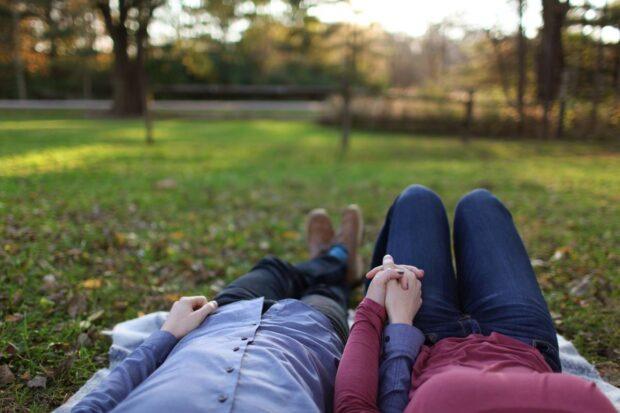 15 rzeczy, które każda para powinna zrobić wiosną