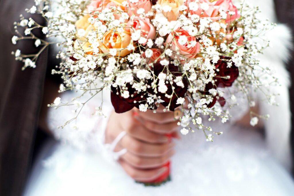Huczne wesele czy kameralne przyjęcie?