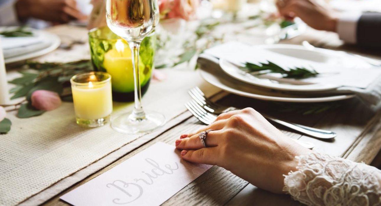Jak nosić pierścionek zaręczynowy i obrączkę?