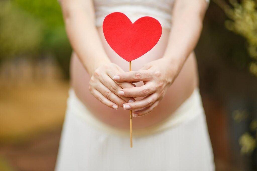 Panna Młoda w ciąży: jak zorganizować ślub i wesele?