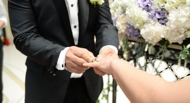 Co świadkowie muszą mieć przy sobie na ślubie?