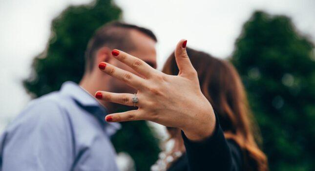 """Na pewno odpowie """"tak"""". Zaręczyny: czyli gdzie, jak, kiedy się oświadczyć?"""