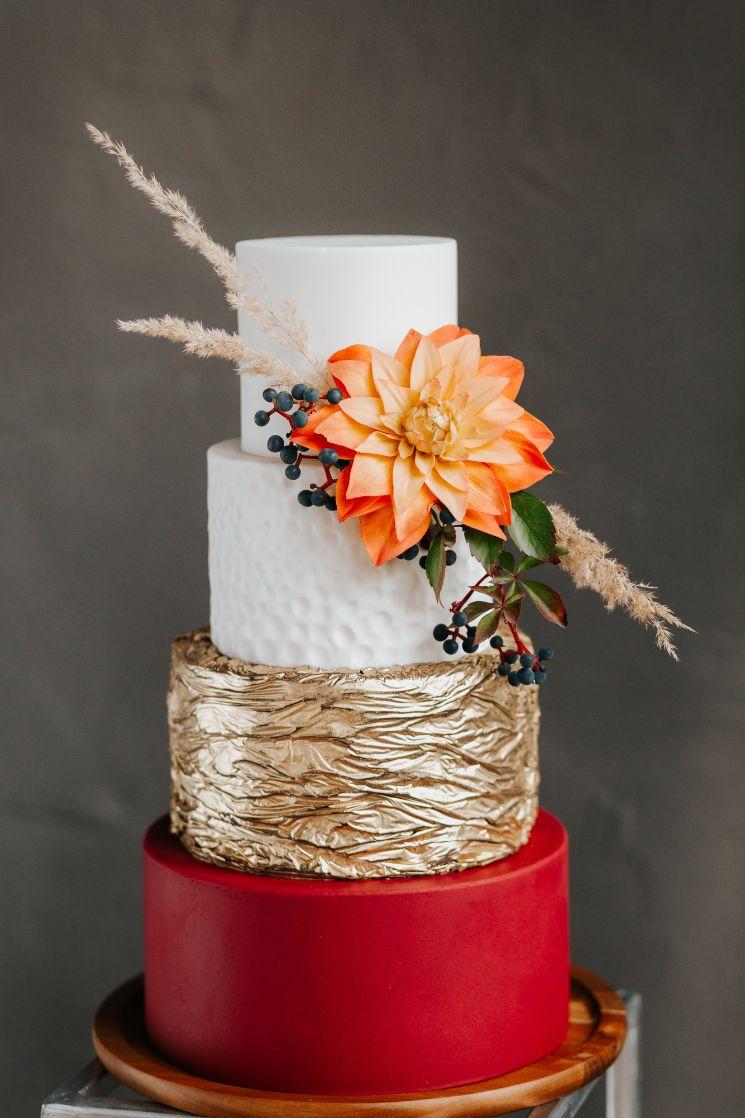 Tort weselny w stylu glamour