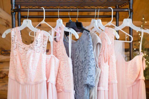 Garsonki na wesele – ponadczasowa elegancja dla każdej kobiety