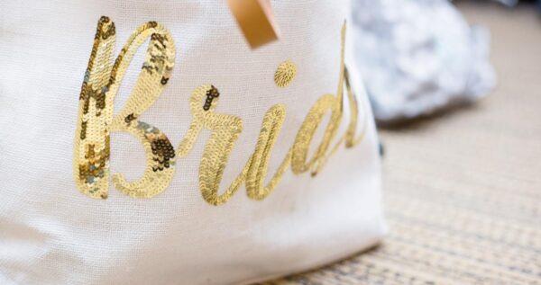 Niezbędnik panny młodej – co może się przydać podczas ślubu i wesela?