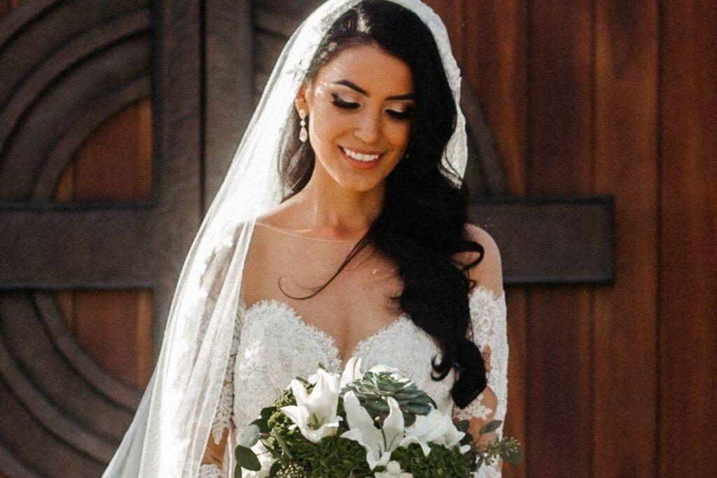 Najpiękniejsze fryzury ślubne dla wyjątkowej panny młodej