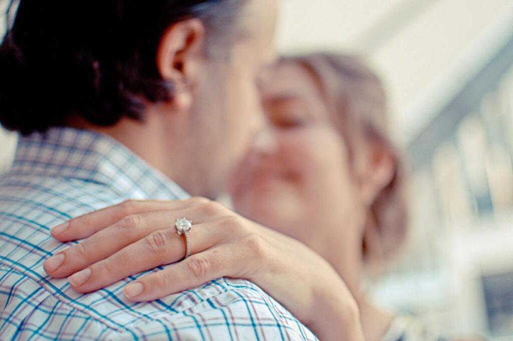 Pierścionek zaręczynowy – wszystko co musisz wiedzieć
