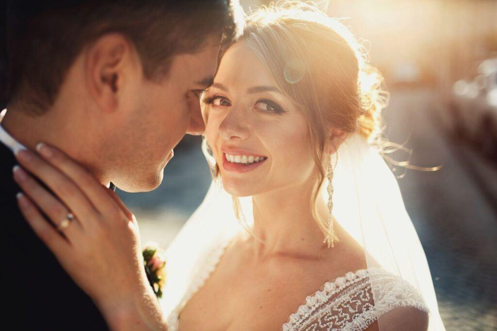 Para Młoda planująca ślub cywilny