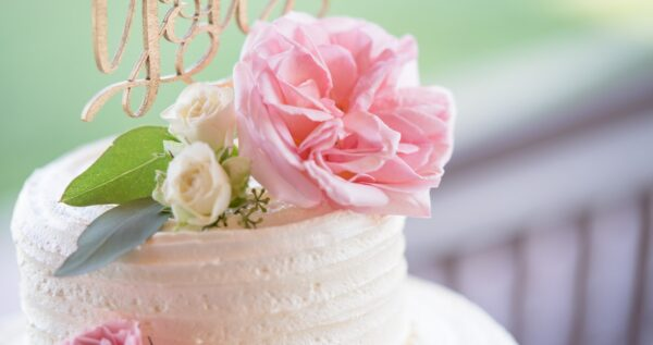 Czym się kierować podczas wyboru tortu weselnego? Poznaj najważniejsze wskazówki