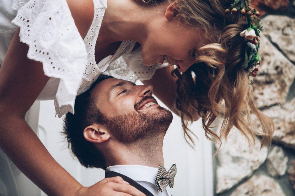Para młoda po ceremonii ślubu cywilnego