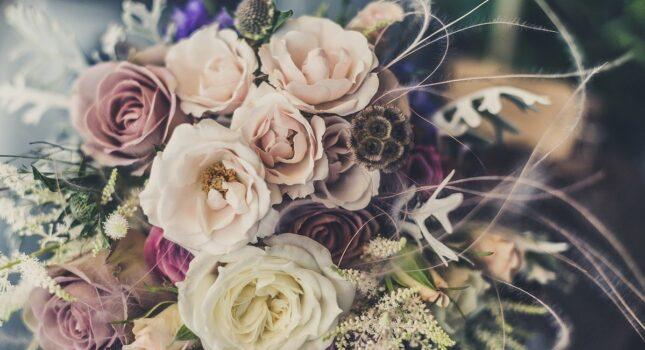 Bukiet ślubny z najpiękniejszych kwiatów! Jaki styl wiązanki wybrać?