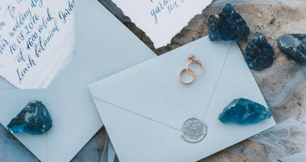 Jaki tekst na zaproszenia ślubne wybrać? Zobacz najciekawsze propozycje