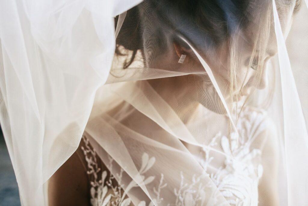 Tiulowy prosty welon ślubny