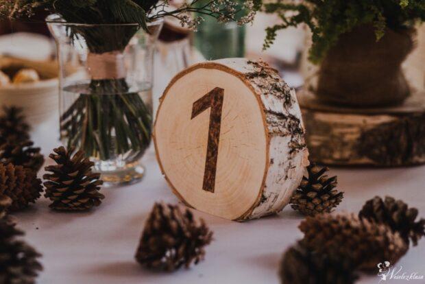 Jak zorganizować rustykalne wesele? Poznaj ten styl od podszewki!