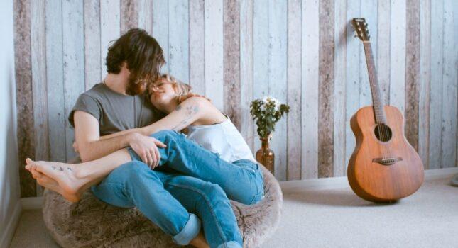 Skąd wzięły się zabawne nazwy rocznic ślubu i jak brzmią? Zobacz, dlaczego warto o nich pamiętać!