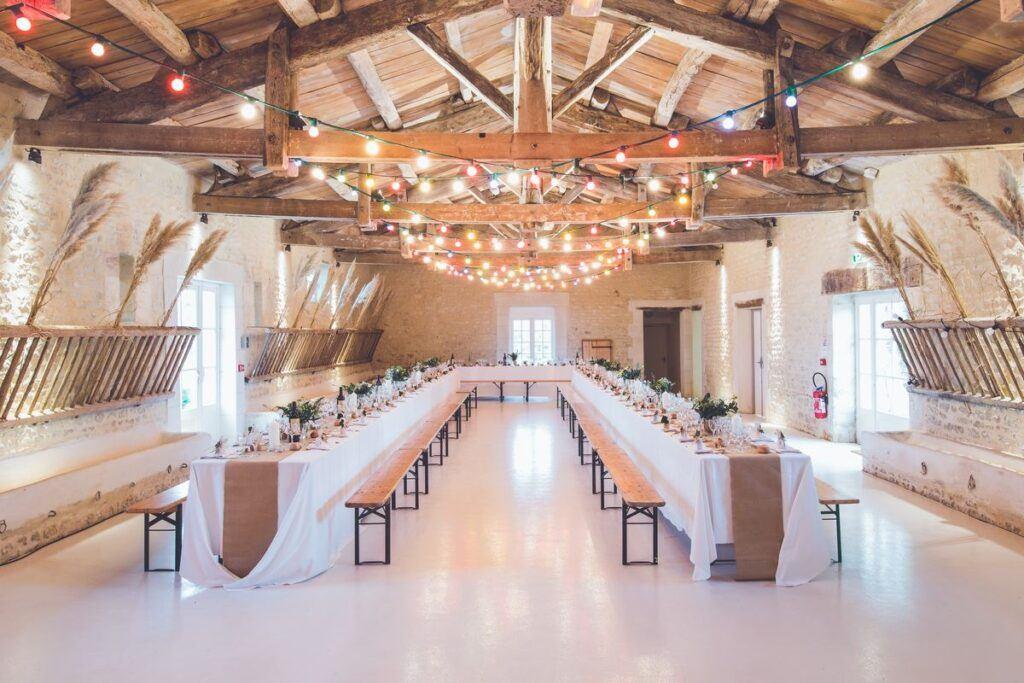 Niezwykłe dekoracje sali weselnej – jaki styl wybrać?
