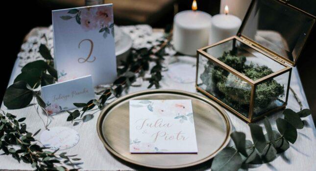 Zaproszenia ślubne – jak zaskoczyć i zachwycić gości?