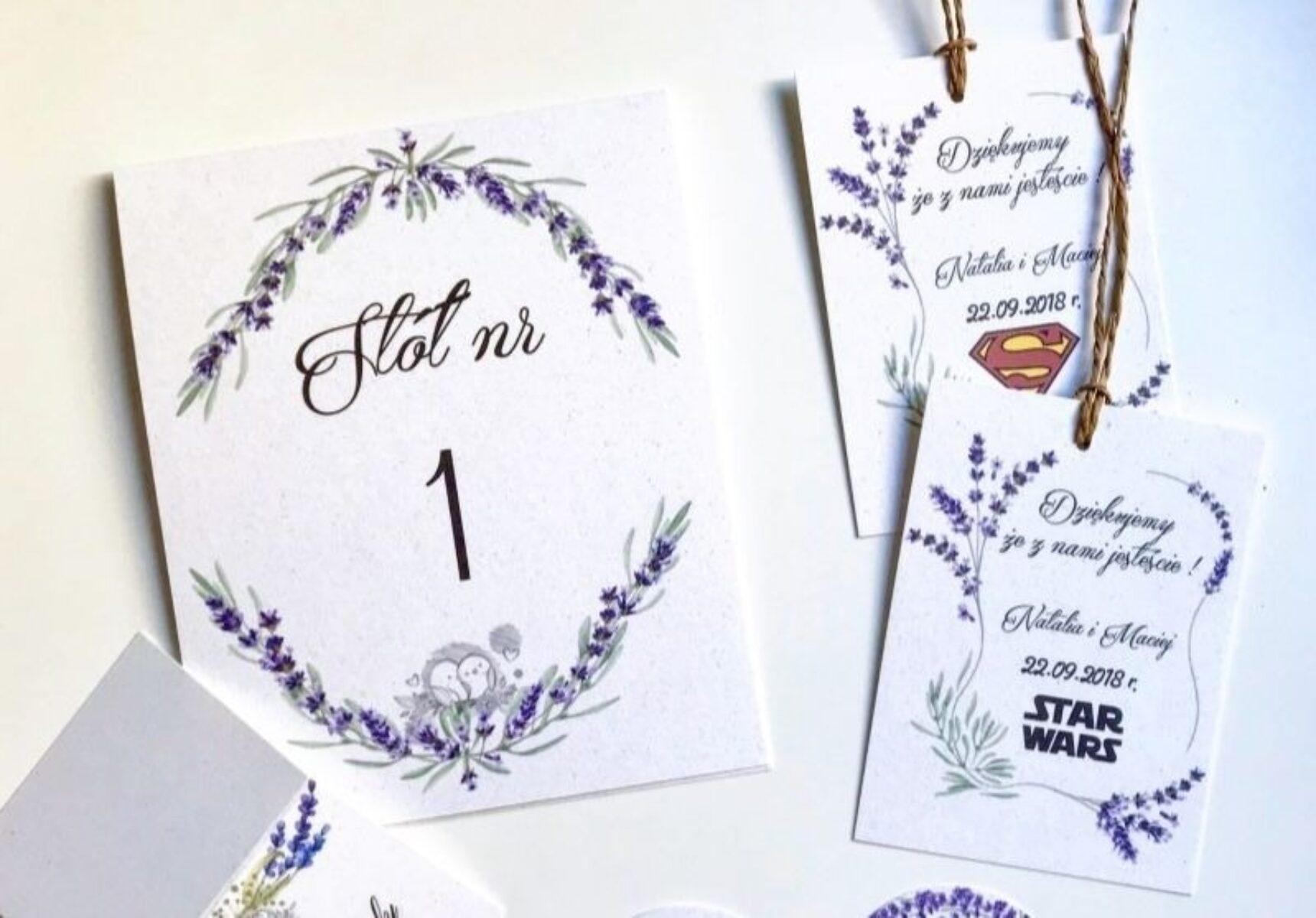 Zawieszki na wódkę weselną – tania i efektowna dekoracja