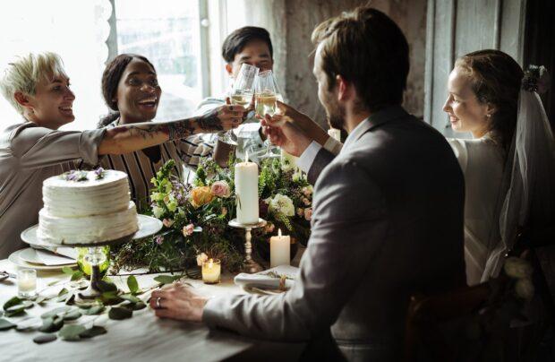 Jak usadzić gości na weselu? Praktyczne porady od specjalistki