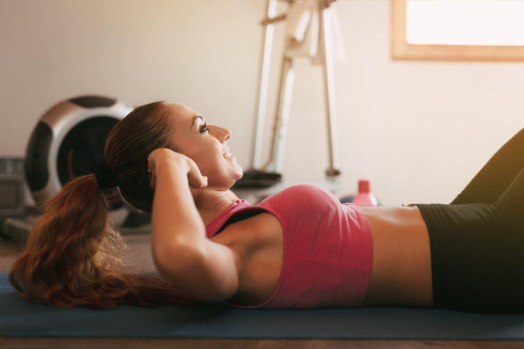 Najskuteczniejsze ćwiczenia na płaski brzuch dla kobiet i mężczyzn