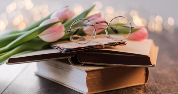 Podaruj książkę z piękną dedykacją ślubną - śmieszne i wzruszające propozycje dedykacji!