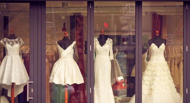 O nie, przekroczyłam budżet na suknię ślubną! Czy panny młode często decydują się na droższą kreację?