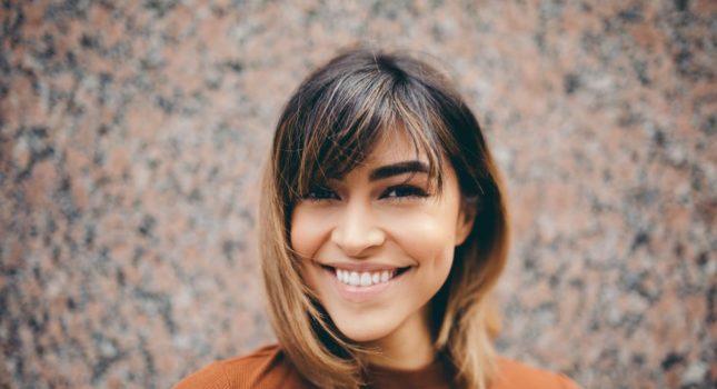 Jak dobrać fryzurę do kształtu twarzy, aby podkreśliła nasze atuty?