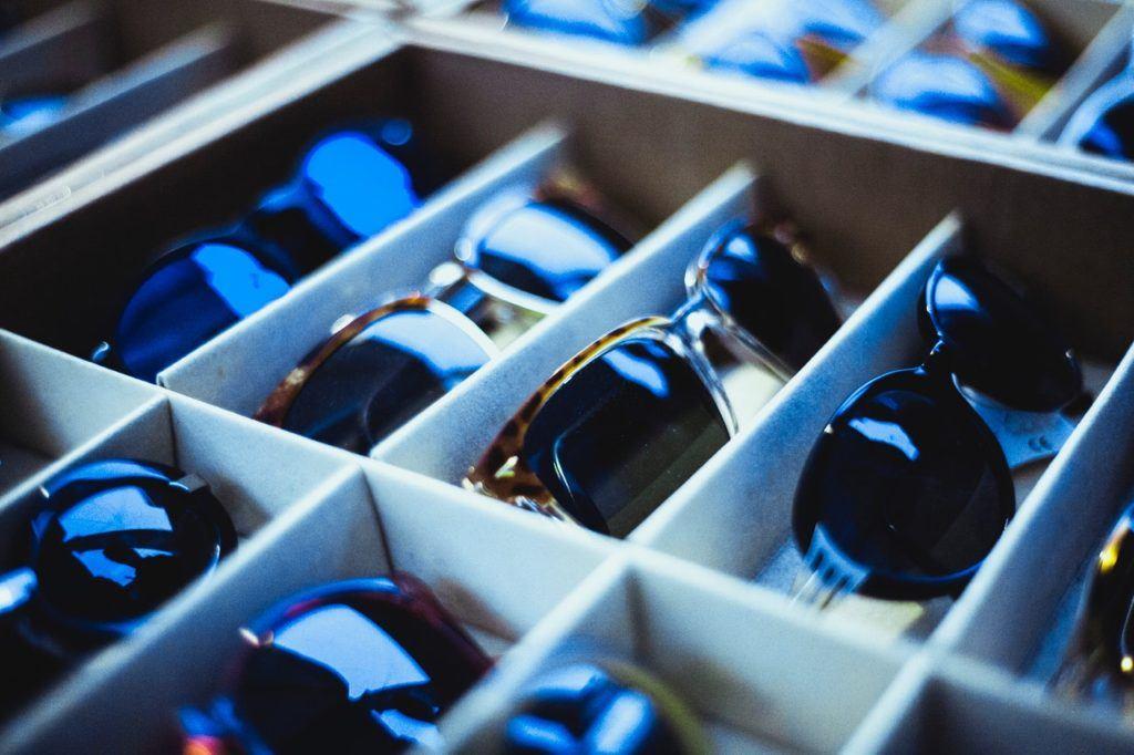 Jakie okulary przeciwsłoneczne wybrać z szuflady?