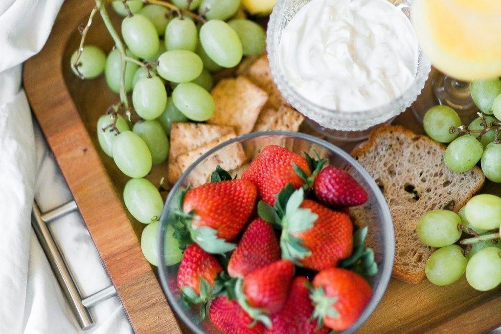 Owoce na tacy, dzięki którym można schudnąć z brzucha