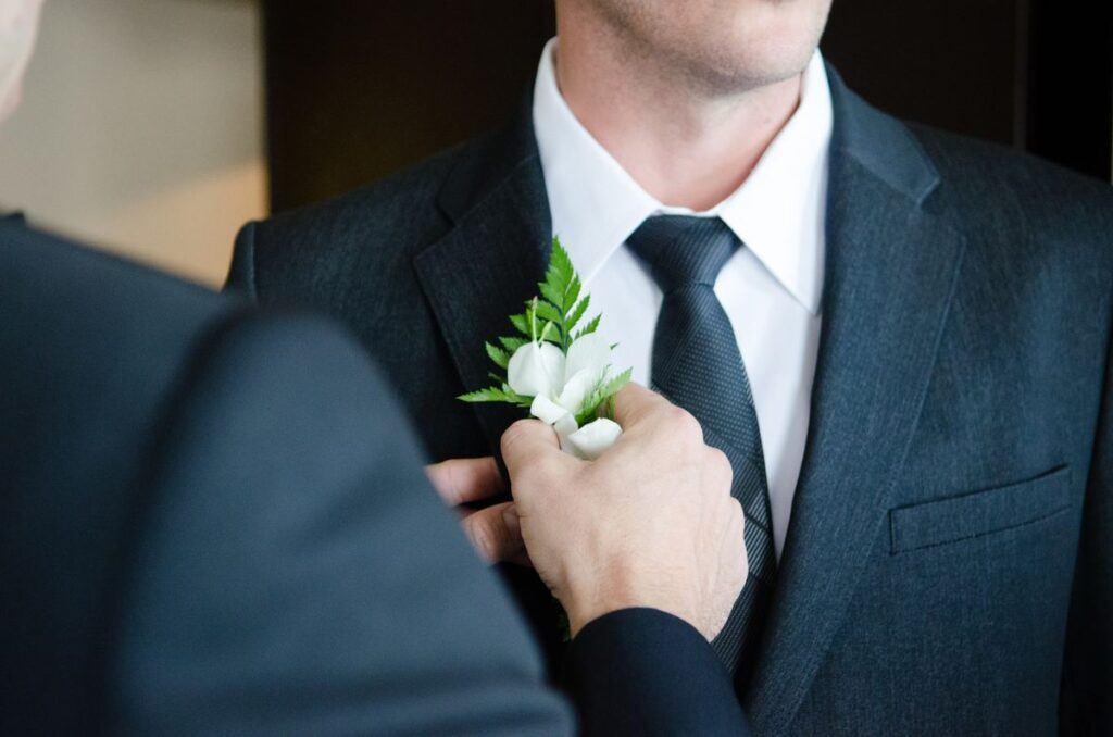 """""""Jadę wybierać razem z nim, nie ma innej opcji"""", czyli czy obecność wybranki serca pana młodego jest niezbędna przy wyborze garnituru ślubnego?"""