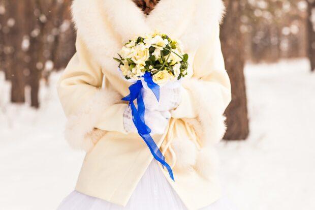 Jak dobrać bolerko ślubne do kroju sukni? Praktyczne porady i najnowsze trendy