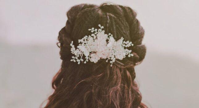 Najpiękniejsze i niespotykane dekoracje ślubne do włosów – którą z nich wybrać?